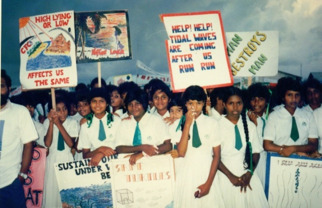 maldivian-school-children-worried-about-sea-level-rise-nov-1989